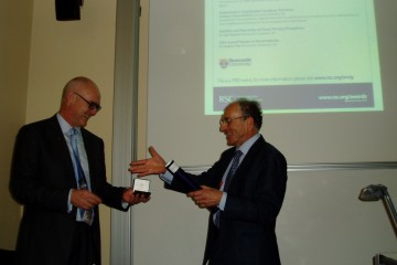 Dr. Chris Orvig collecting the UK award from Prof. Robin Perutz, Chair of the RSC Dalton division