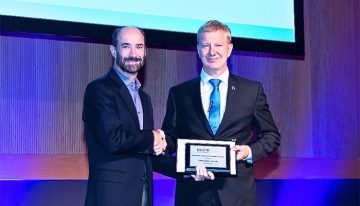 The Human Proteome Organization presented Dr. Christopher Overall with the Discovery in Proteomic Sciences Award at the 16th HUPO World Congress, held in Dublin, Ireland, from September 17 to 21, 2017